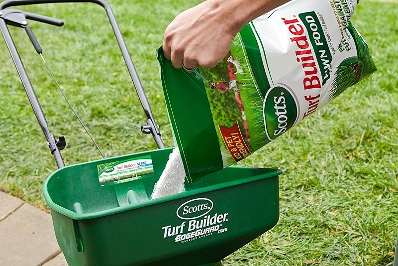 Scotts 22315 Turf Builder Fertilizer Review